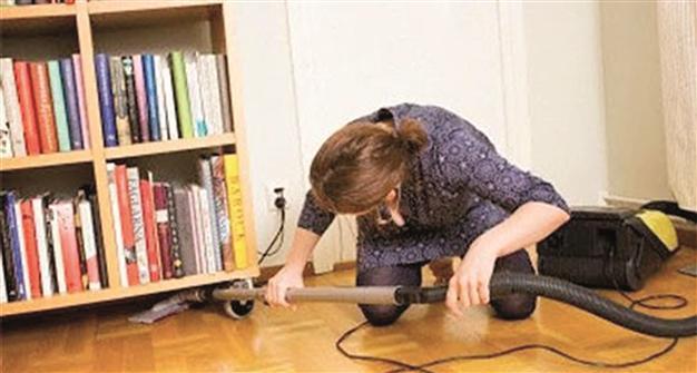 Woman cleaning house, orhun hakan yalincak